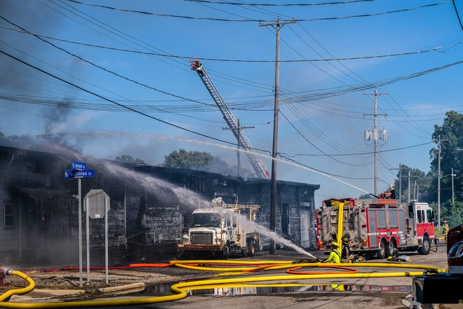Railroad building burns in Grand Ledge