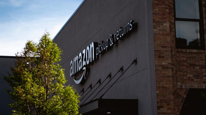 Amazon's Expanding Michigan Footprint Is Good News Only If Workers Can Unionize, Levin Says