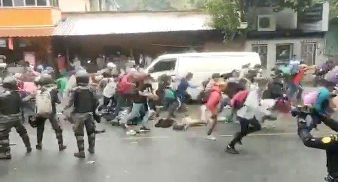Massive Migrant Caravan From Honduras Busts Through Guatemala Border en Route to US